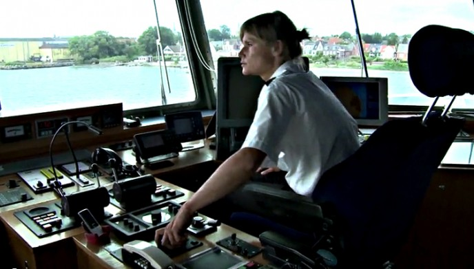 Næsten 7.000 har på YouTube set Dorthe lægge færgen til kaj i Marstal.