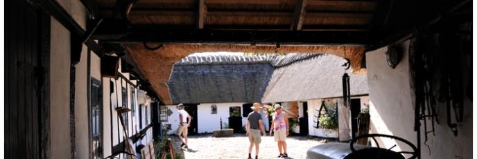 Lokkende toner lokkede gæsterne ind gennem den smukke gård
