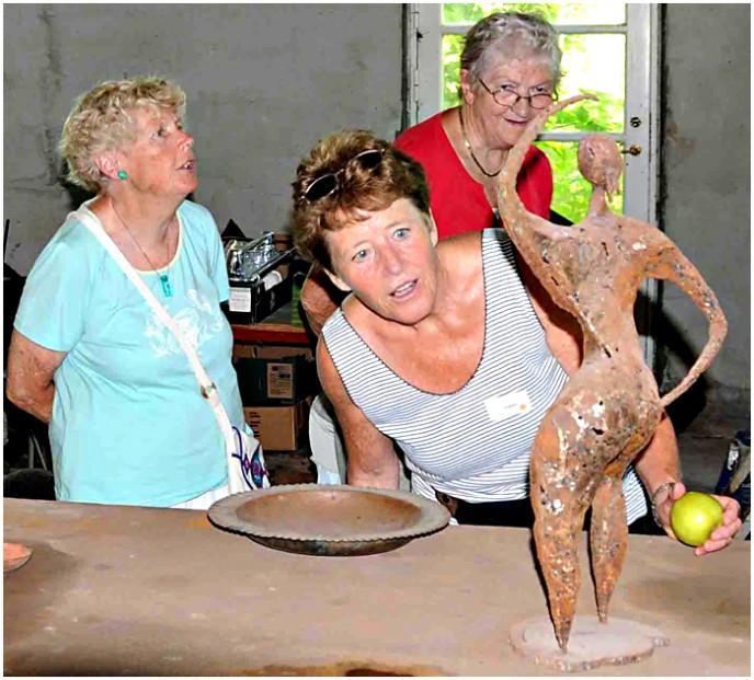 Eva med Æblet - skulptur af Strynboen Susanne Tønnesen